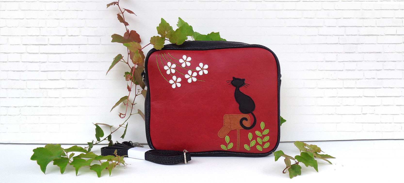 LAVISHY Adora collection design & wholesale applique vegan bags, wallets & accessories and gfits to gift shops, boutiques & book stores in Canada, USA and worldwide.